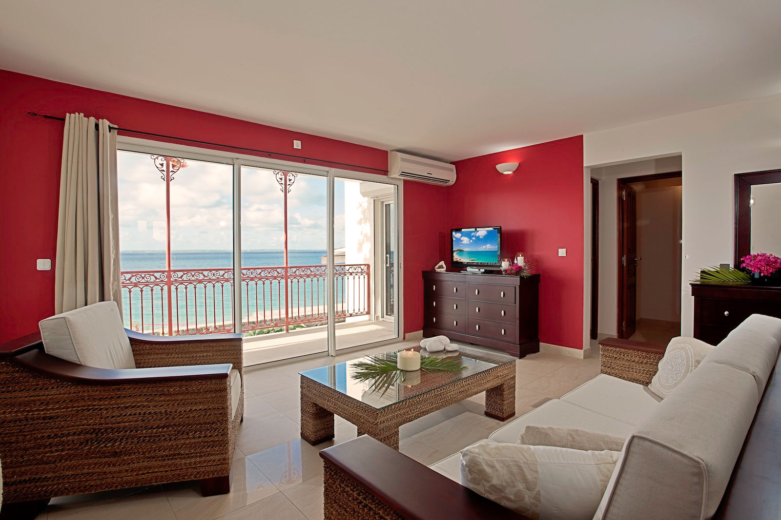 Saint martin location appartement 2 chambres sur la plage ti 39 calypso saint martin for Un salon de luxe